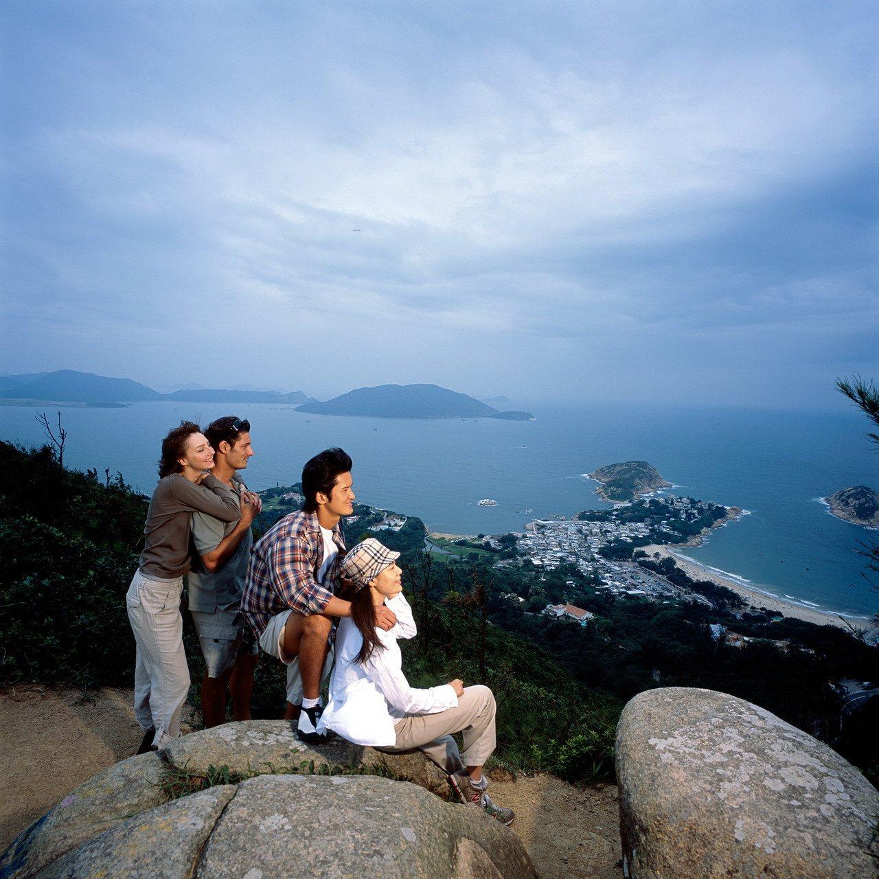 秋冬適合在香港健行爬山,爬山後大吃一頓,是員工旅遊最舒壓的方法。圖/港旅局提供