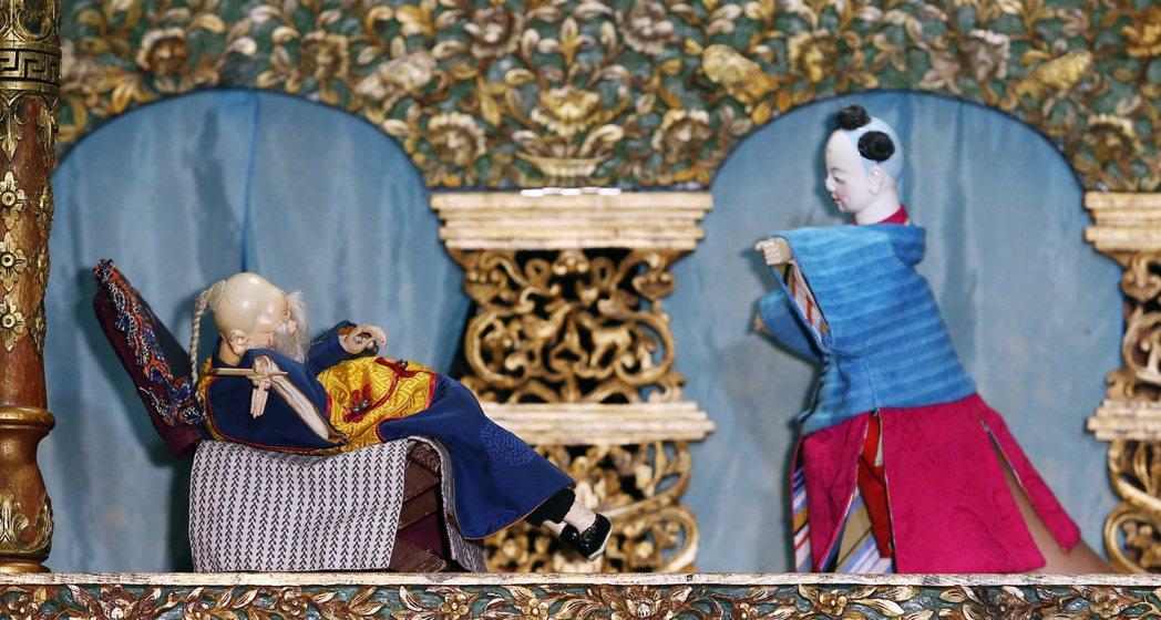 陳珊妮下午在「台原亞洲偶戲博物館」舉行記者會為新專輯《戰神伊卡爾迪亞》宣傳,並親...