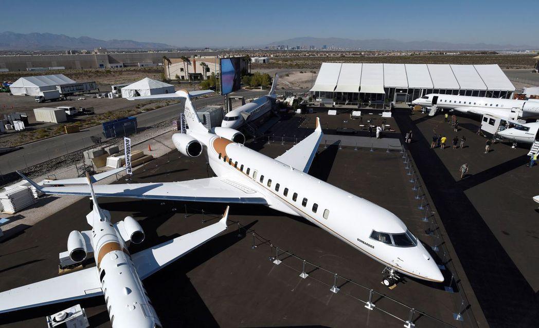 龐巴迪全球最大客製化私人飛機「環球7000」9日在美國內華達州亨德森機場舉行的「...