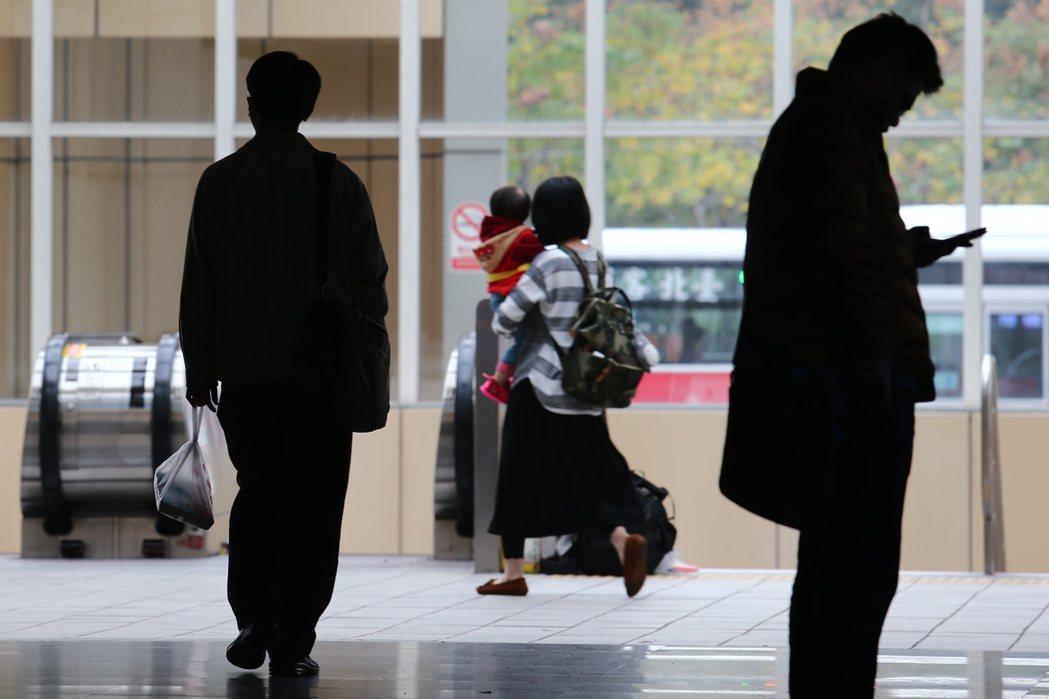 人力銀行針對職場霸凌進行調查,發現高達七成受訪上班族親身經歷職場霸凌、令人意外的...