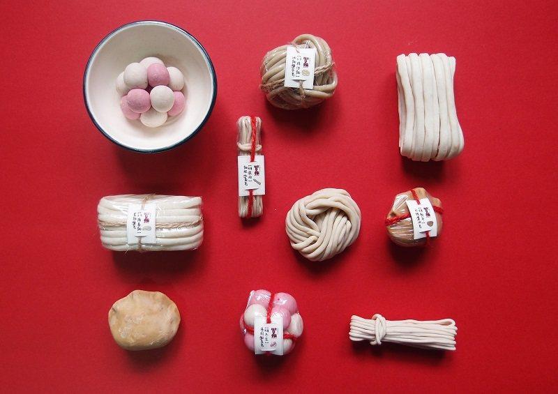 朝陽科大工設系學子,不只設計麵食造型的手工皂,連湯圓、水餃和豬腳麵線都有,饒富趣...
