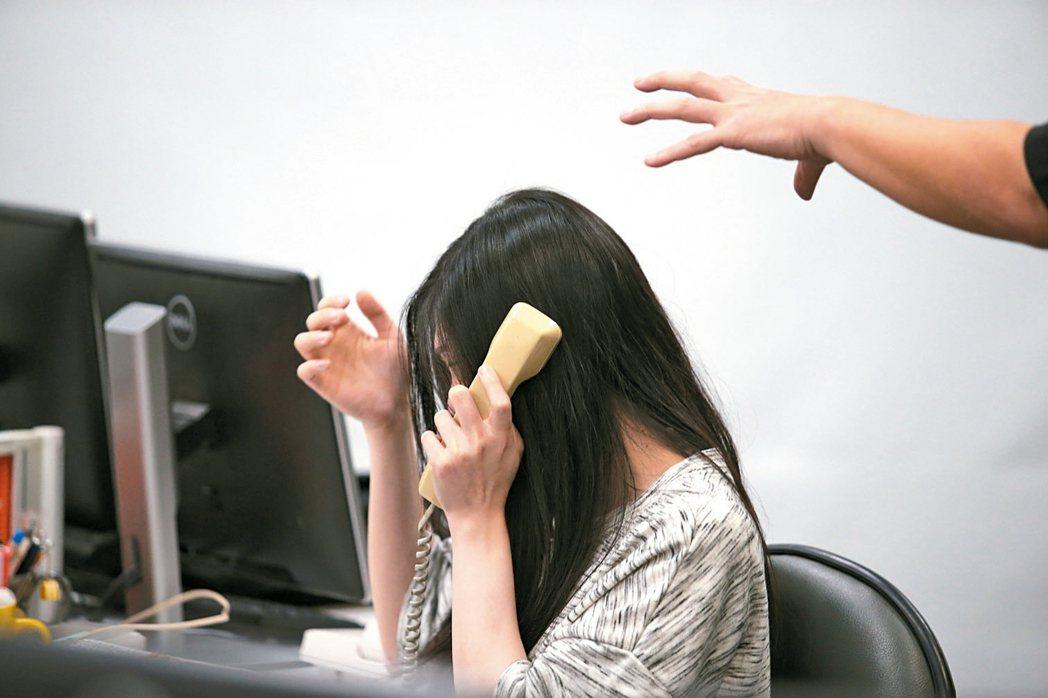 高達七成上班族曾遭職場霸凌,霸凌者以主管及老闆占多數。此為情境照。 報系資料照