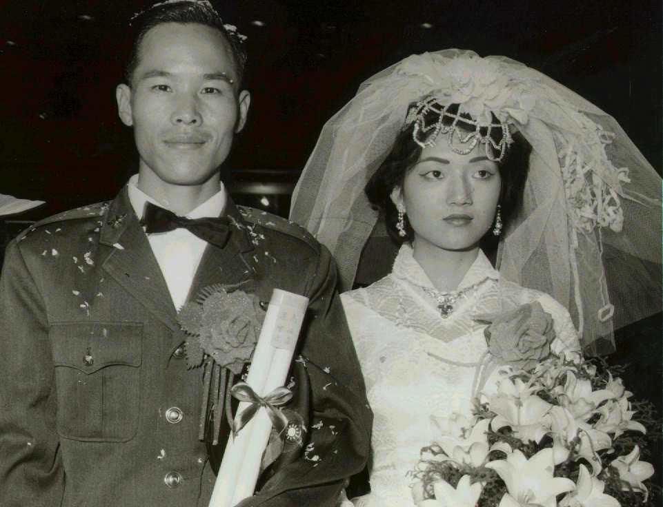 1964年,高佑宗和梁雪迎在空軍新生社參加集團結婚。 報系資料照