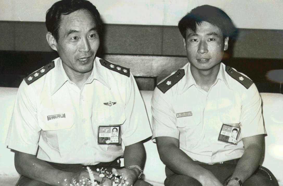 孫天勤(左)與王學誠合影。 報系資料照