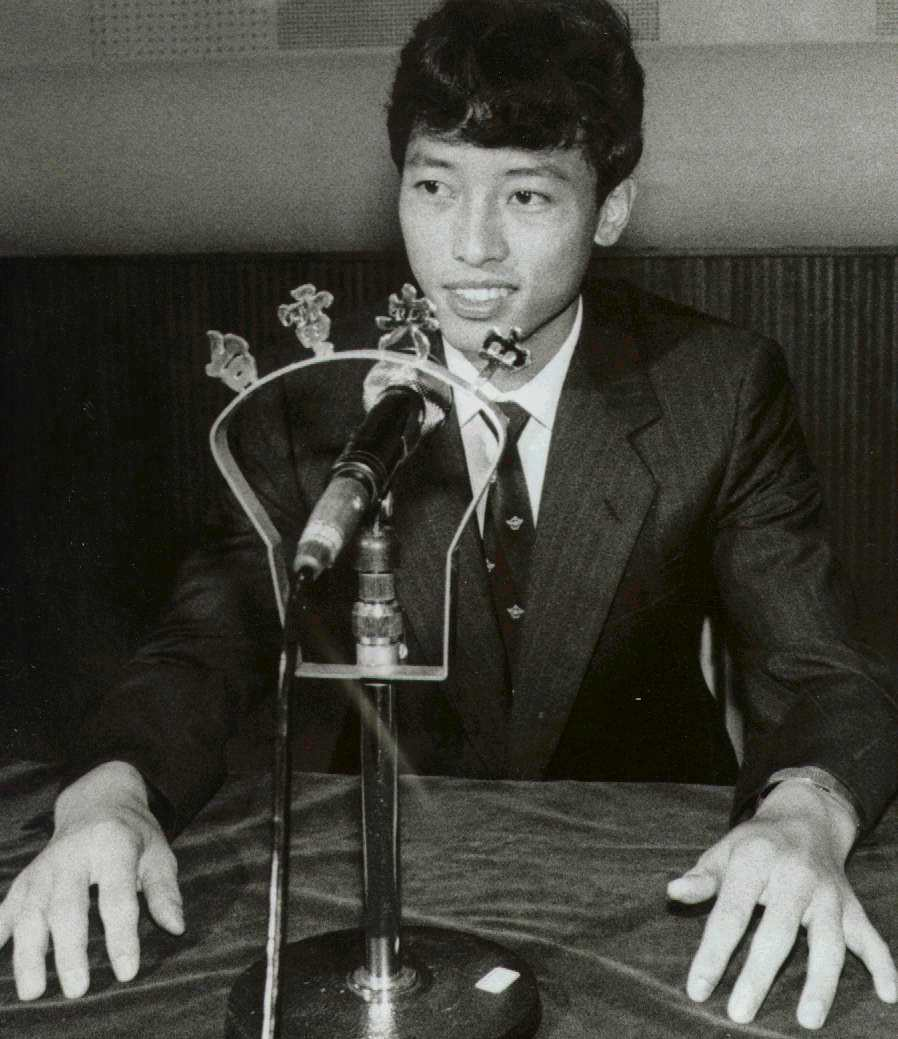蔣文浩在中央電台對大陸廣播,並向家人、戰友報平安。 報系資料照