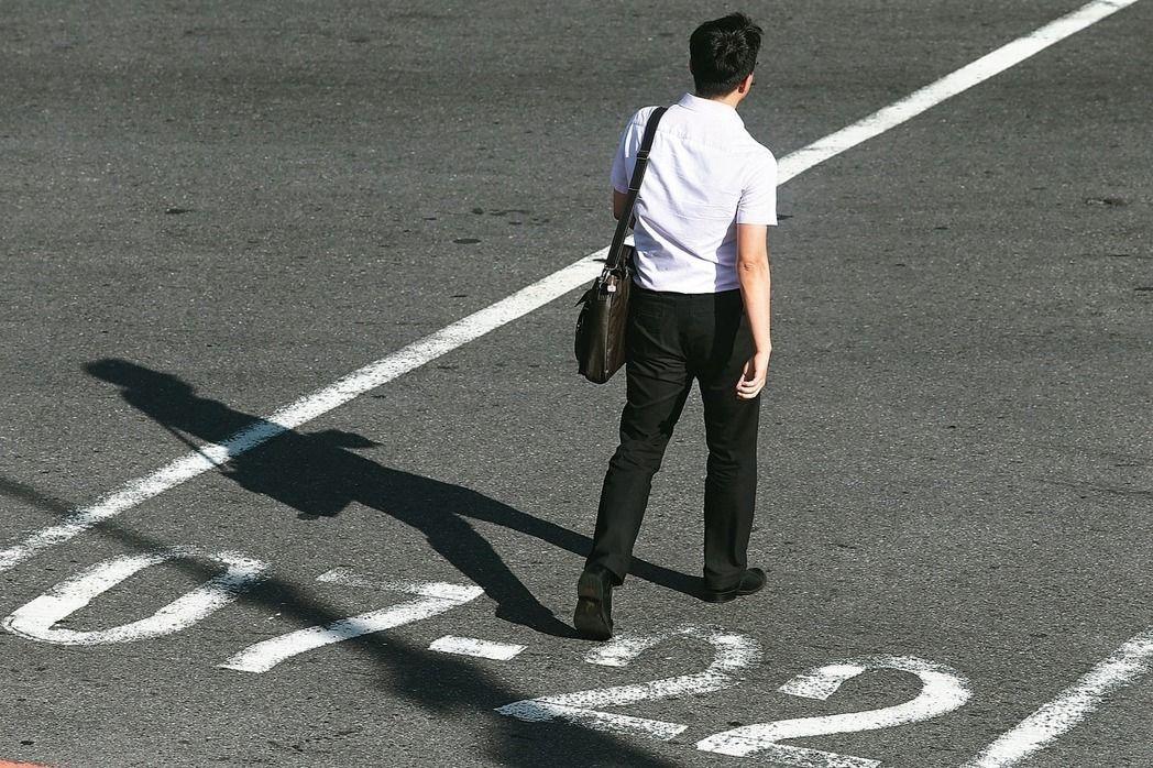 根據1111人力銀行調查,近7成上班族曾經歷職場霸凌,6成霸凌者來自主管與同事,...