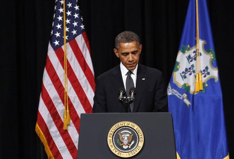 2012年發生在桑迪胡克小學的槍擊案造成二十多人死亡,美國前總統歐巴馬在召開記者...