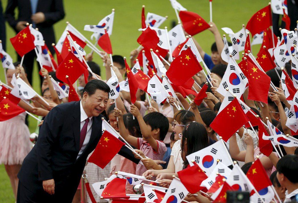 刻意忽略冷戰遺緒(即朝鮮)的後果,只是將雙方攤牌的時間推遲。建交邁入第25周年的...