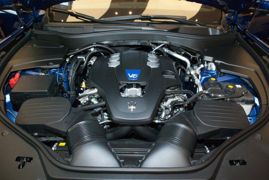 引擎動力編成為可輸出最大動力430hp/580Nm的3.0L V6雙渦輪增壓汽油引擎、最大動力輸出350hp/500Nm的3.0L V6雙渦輪增壓汽油引擎與最大動力輸出275hp/600Nm的3.0L V6渦輪增壓柴油引擎。記者林昱丞/攝影