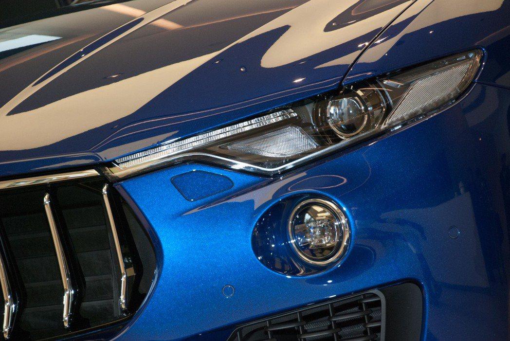 取材自概念車Alfieri的貓眼式頭燈。記者林昱丞/攝影