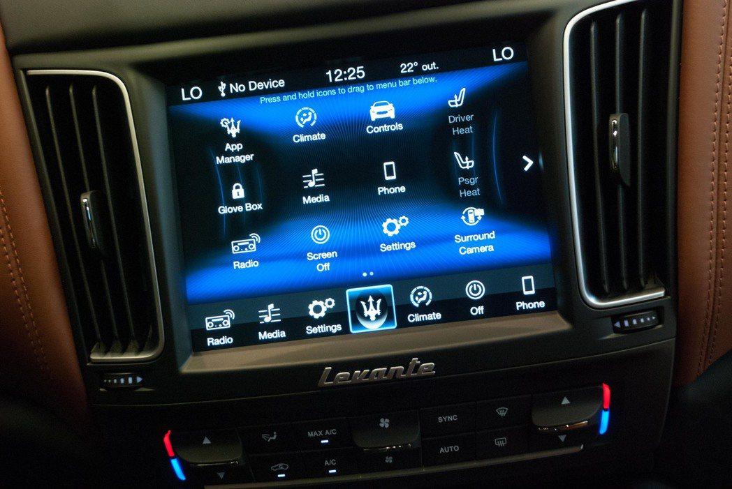8.4吋MTC Plus整合式資訊娛樂系統擁有Apple CarPlay功能。記者林昱丞/攝影