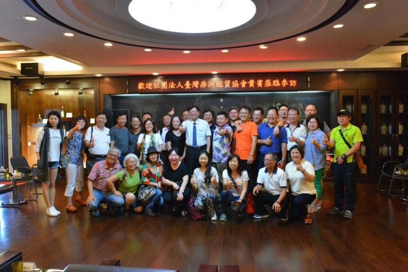 台灣非洲經貿協會理監事等成員參訪時合影。 輸銀/提供。