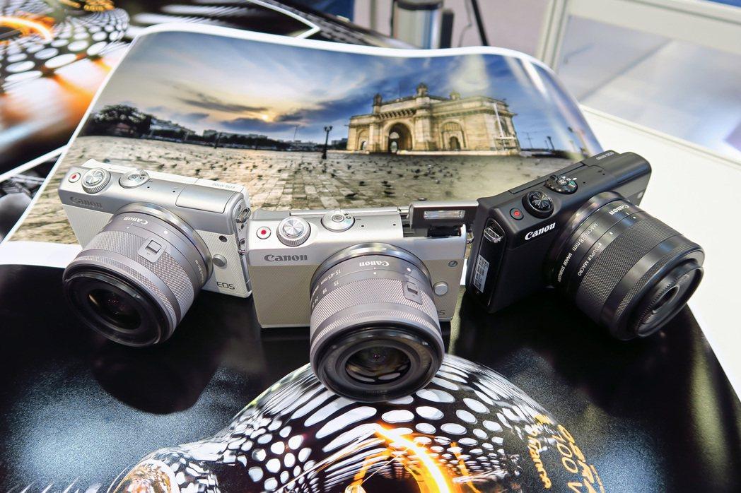 Canon EOS M100共有三色提供選擇。  彭子豪/攝影