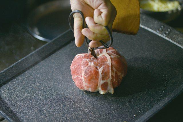 泡菜肉彈250元。