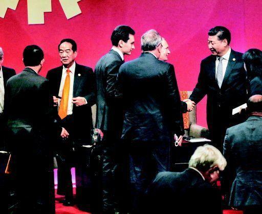 去年,親民黨主席宋楚瑜(左二)與習近平(右一)會面,但被爆只談不到一分鐘。 圖/...
