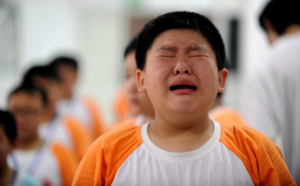 小時肥胖會大幅增加一生罹患重度憂鬱症的風險。 (新華社)
