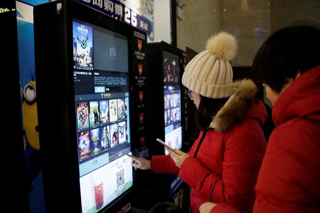 有機會去中國旅遊時,不妨找個時間去看場電影,會是一個有意思的體驗之旅。 圖/路透...