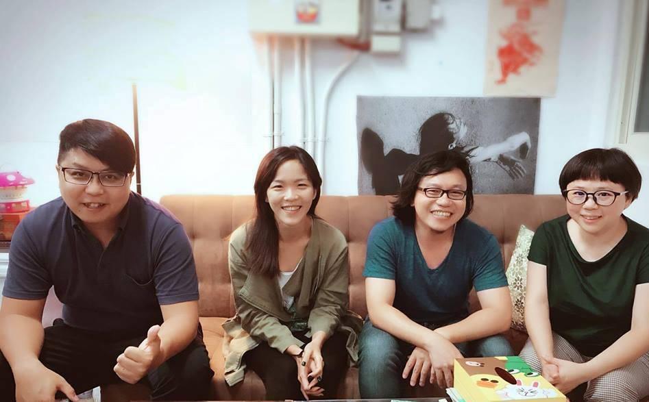 狂想劇場《黑夜之後》劇本會議,左起導演廖俊凱、表演者黃至嘉、新媒體藝術家張博智、...