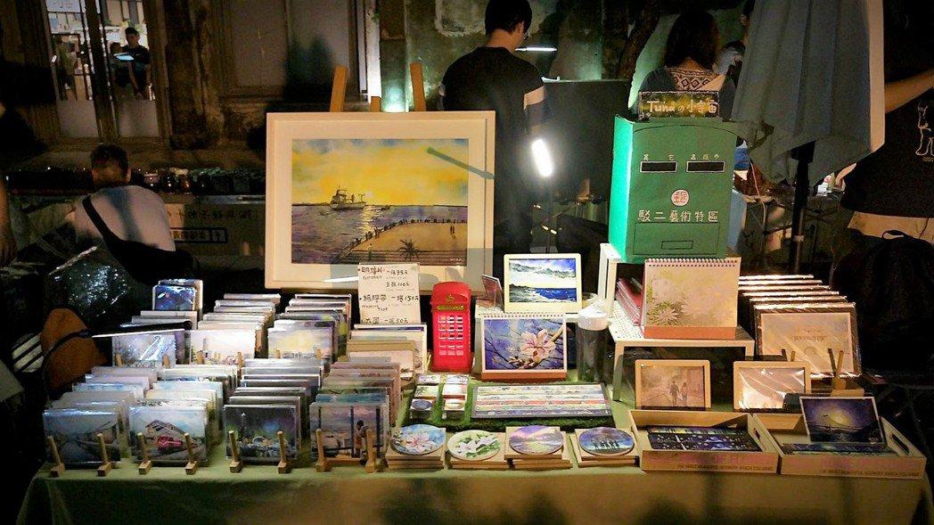 藝術創作者擺攤販售作品,都希望得到別人賞識,但換來的常是失望,因為台灣人要的只是...