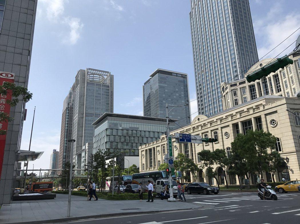 根據台北市地政局最新住宅價格指數,北市平均房價在今年6月重回50萬大關。記者游智...