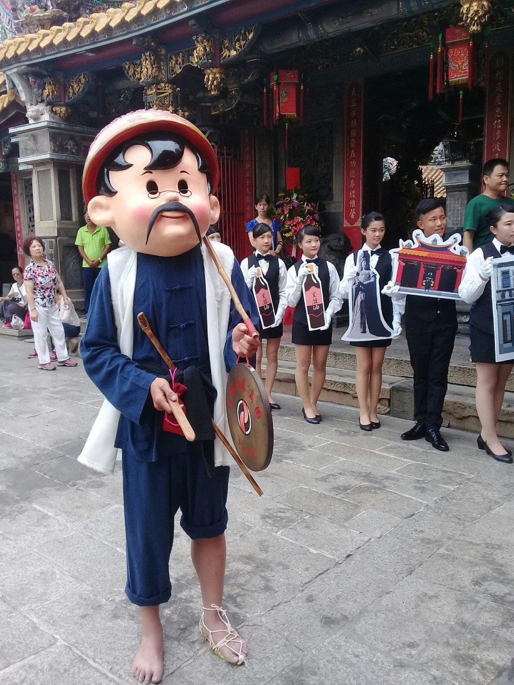 還有報馬仔帶領遊客暢遊北港古鎮,欣賞宗教古都之美。記者蔡維斌/攝影