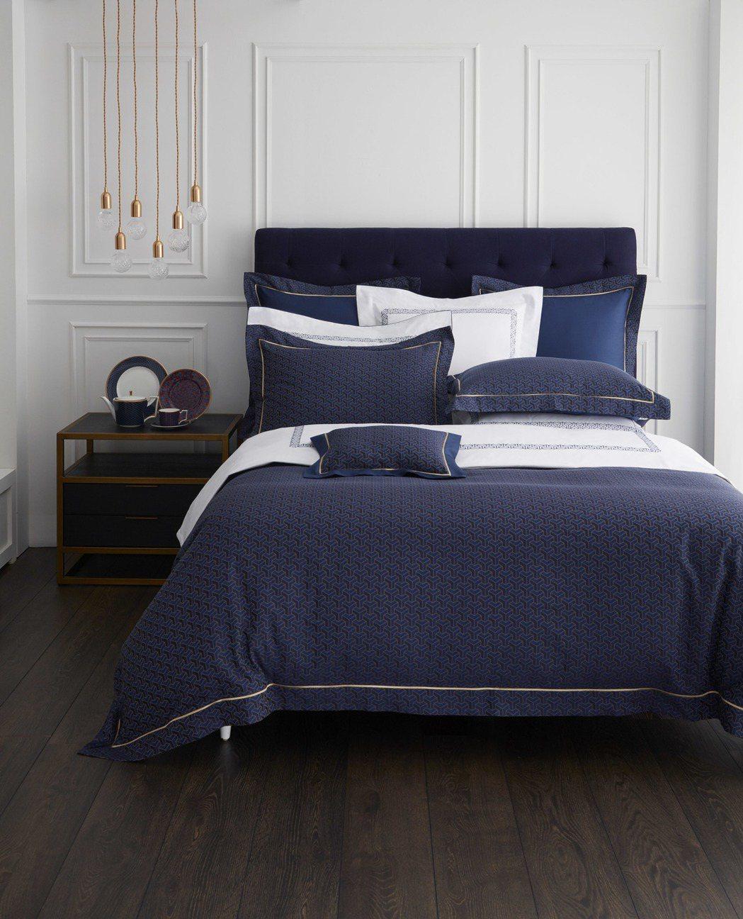 拜占庭緹花床組+同款刺繡床組。圖/Wedgwood提供