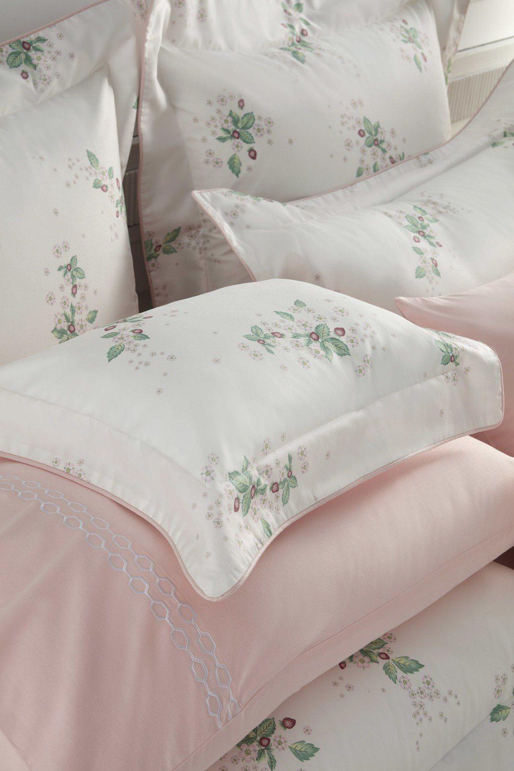 盛開野莓印花4件床組。圖/Wedgwood提供