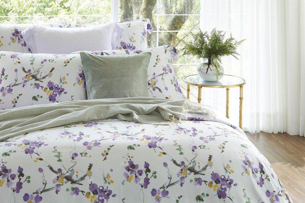 東妮寢飾100%萊賽爾天絲印花床組-奼紫嫣紅。圖/東妮寢飾提供