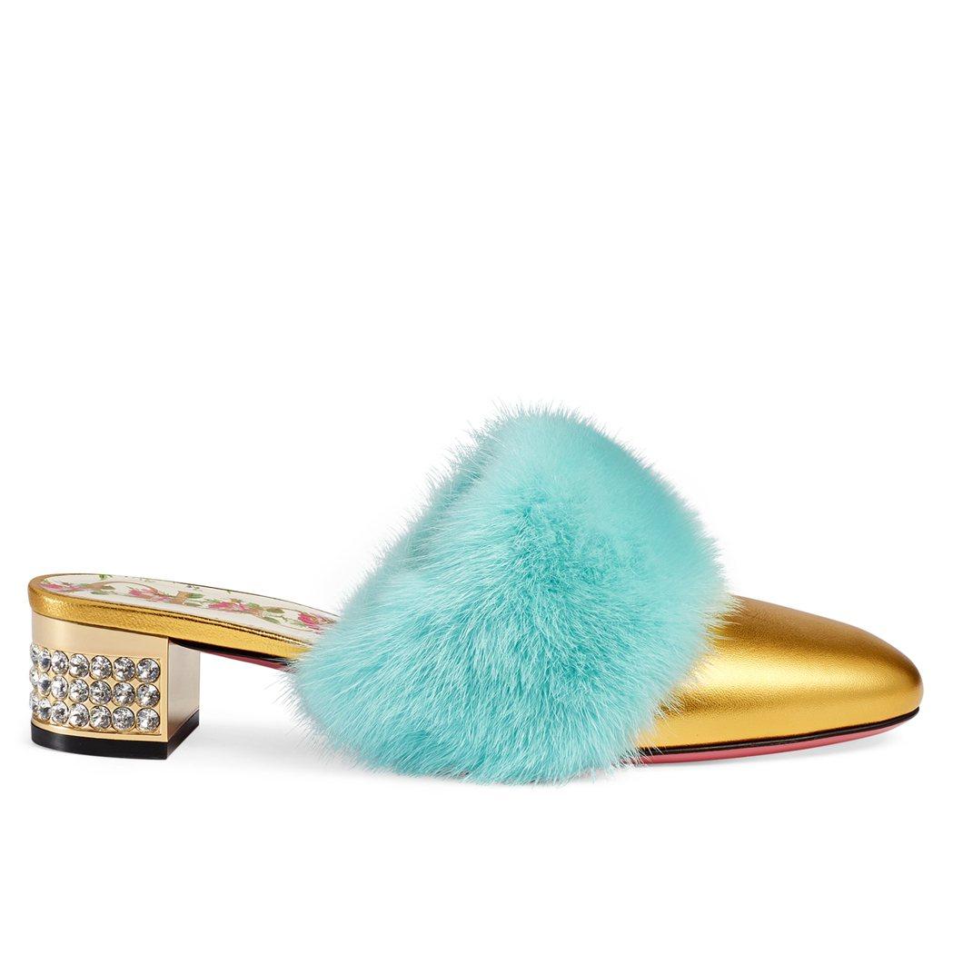 彩色毛草裝飾高跟鞋,41,700元。圖/Gucci提供