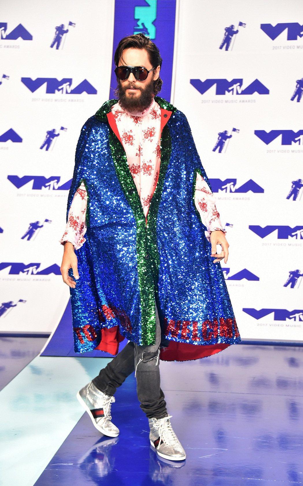 傑瑞德雷托穿著Gucci 2018早春服裝出席MTV音樂錄影帶大獎。圖/Gucc...