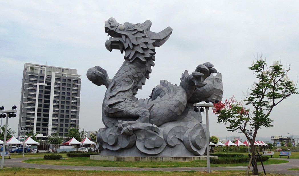 造價1400萬元的2012年台灣鹿港燈會龍燈「龍翔霞蔚」,去年九月被梅姬颱風斷龍...