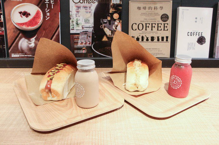 niko and…台北旗艦店獨家口味德式香腸、龍蝦沙拉麵包三明治。圖/謝欣倫攝影