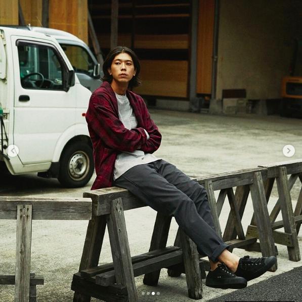 niko and…服飾設計訴求在基本款中,推出更有質感的素材與設計。圖/摘自IG...