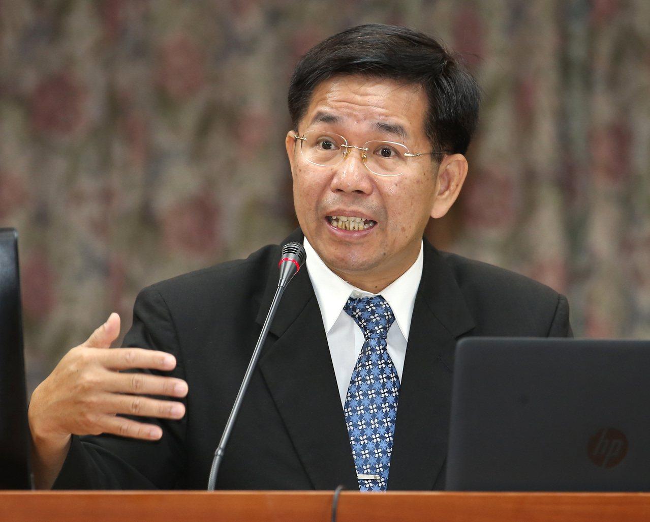 教育部長潘文忠昨出席立法院教育及文化委員會接受質詢。 記者高彬原/攝影