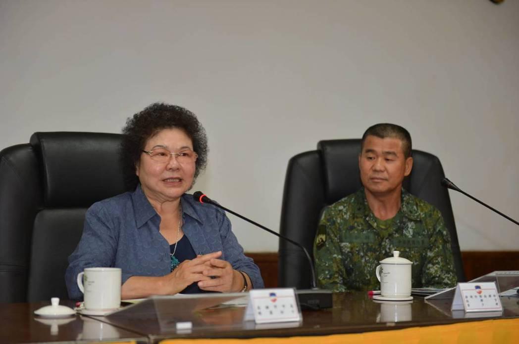 陳菊率團前往澎湖防衛指揮部等共計17個單位慰問。 圖/高市府提供