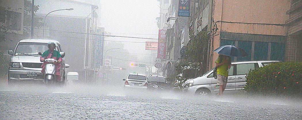 宜蘭昨天豪雨,雨勢驚人。 記者羅建旺/攝影