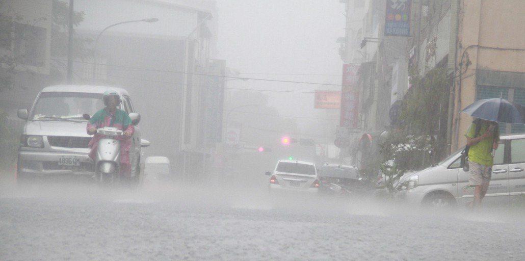 宜蘭地區昨天豪雨不斷,雨量冠全台。 記者羅建旺/攝影