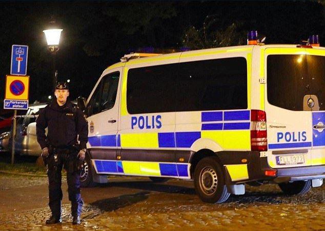 瑞典南部城市特雷勒堡發生槍擊案,造成7人受傷,凶嫌仍在逃。圖擷自英國每日郵報