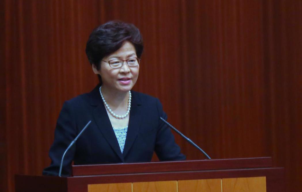 林鄭月娥12日出席香港立法會施政報告答問會,共回應了19位議員詢問。(中通社)
