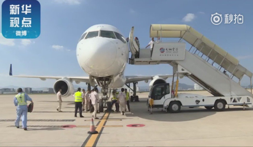 哈薩克班機降落廈門後,進行緊急檢查。(視頻截圖) 蘇妍鳳