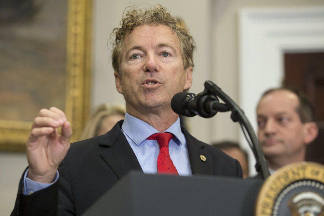 共和黨國會參議員保羅致辭說明健保行政令重點。歐新社
