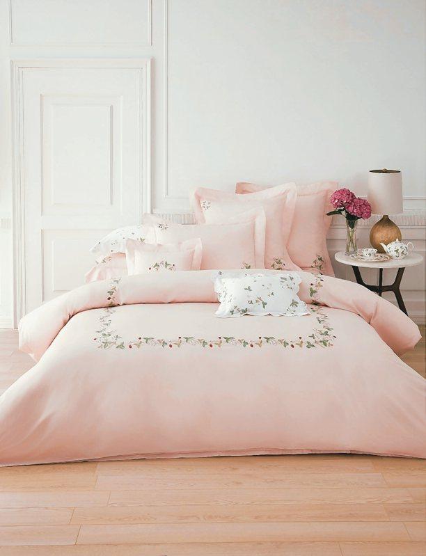 野草莓刺繡4件式床組。