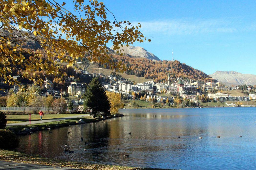 秋天是瑞士一年中最快樂、美麗的季節,最近有專業導遊的旅行團前往。  泰永旅行社/...