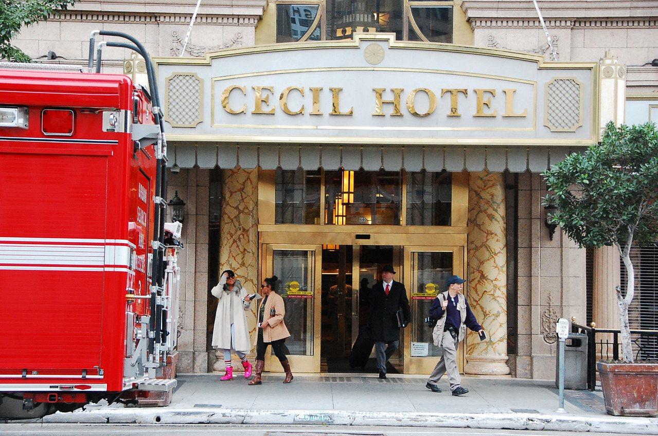 洛杉磯市中心塞西爾酒店,目前已更名「Stay On Main Hotel」, 但...