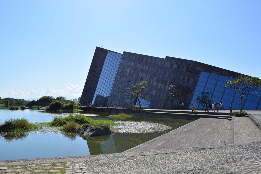 頭城鎮的蘭陽博物館,獨特的單面山特色建築受到遊客好評。記者鍾知君/攝影