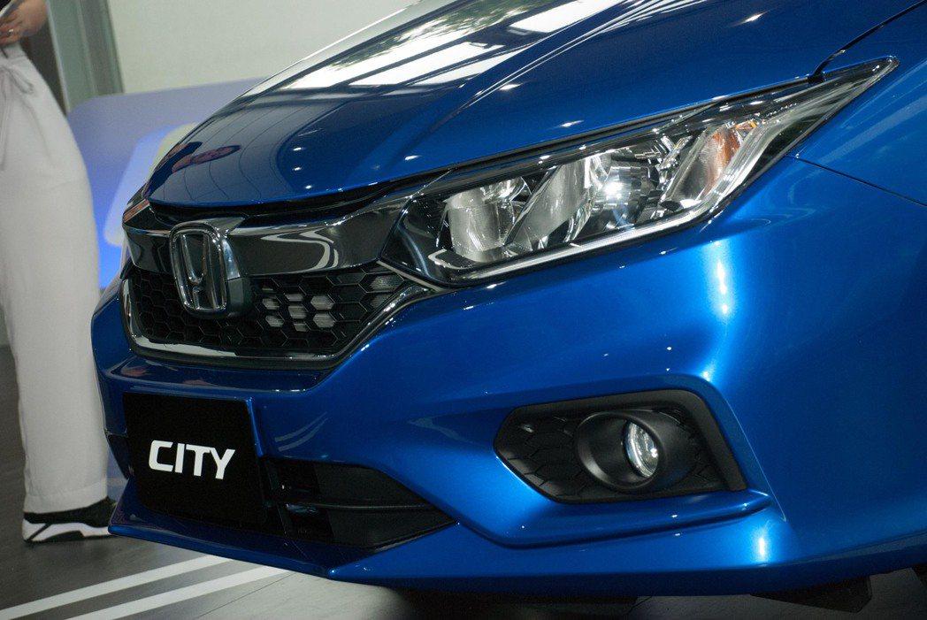 2018 Honda New City增添了LED晝行燈與光感應頭燈。記者林昱丞/攝影