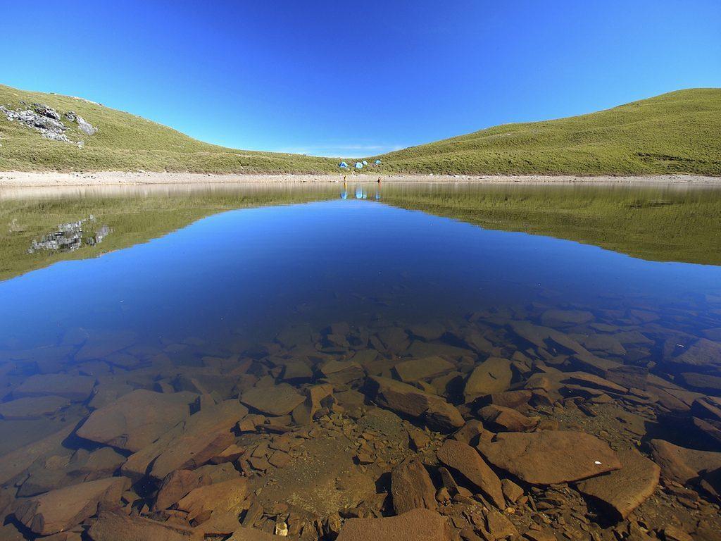 登山人一生必爬Top10-嘉明湖|圖片來源:默 雨 / Flickr