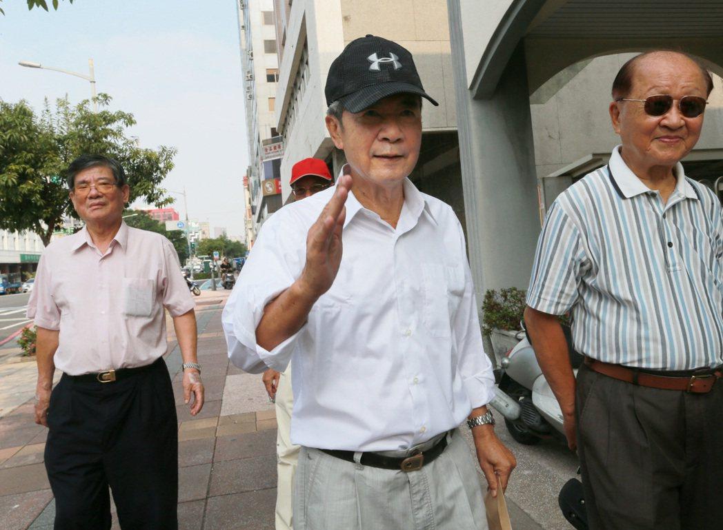 民進黨立委陳其邁的父親、總統府前副秘書長陳哲男日前假釋出獄後,表示未來將不再涉入...