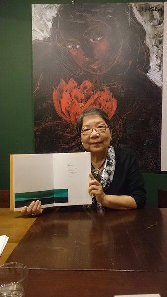 席慕蓉出版畫作精選集,她笑說這是名片,也是履歷,但更是想送給朋友的最完整的席慕蓉...