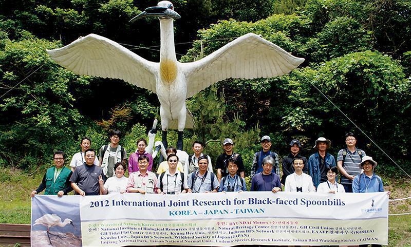 台灣黑面琵鷺保育團隊 連續三年赴韓,進行學術與棲地 經營管理經驗合作交流。